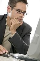 7 пунктов, которые надо проверить, заключая договор с агентством